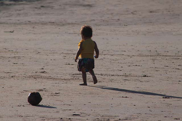 Baby-walking-on-the-beach